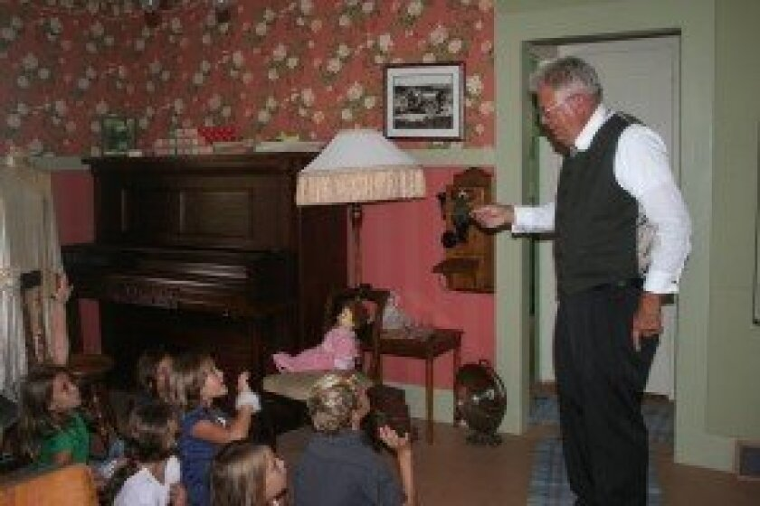 Solana Vista third-graders recently learned what it was like to live in the early 1900s, thanks to Solana Beach Civic and Historical Society volunteers. Photos/Kristina Houck