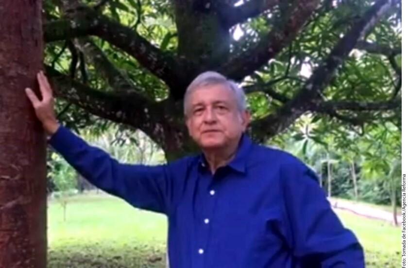 El dirigente nacional de Morena, Andrés Manuel López Obrador, tildó de hipócritas a los panistas, pues, dijo, ellos aprobaron la reforma energética y fueron quienes empezaron los gasolinazos.
