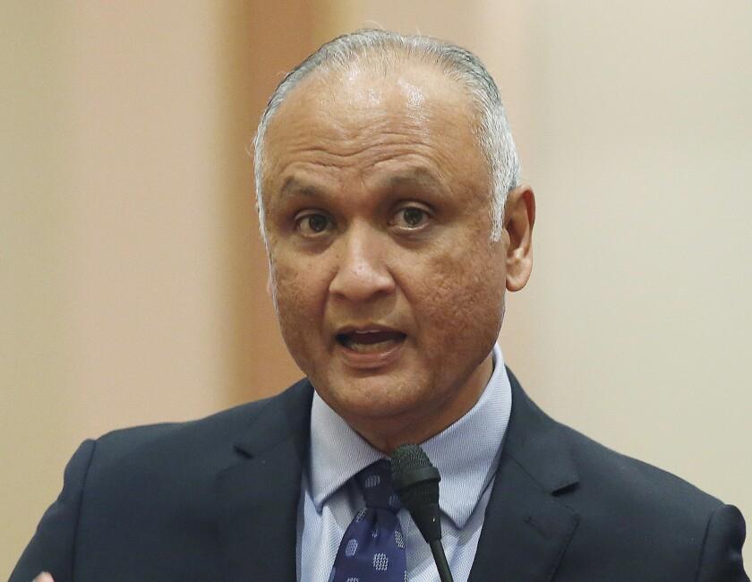 Ed Hernándezes el único candidato que tiene la experiencia legislativa que lo capacita para ser el jefe ejecutivo de ser necesario.