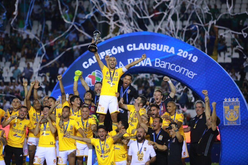 LEON, MEXICO - MAY 26: Players of Tigres celebrates with the trohpy during the final second leg match between Leon and Tigres UANL as part of the Torneo Clausura 2019 Liga MX at Leon Stadium on May 26, 2019 in Leon, Mexico. (Photo by Manuel Velasquez/Getty Images) ** OUTS - ELSENT, FPG, CM - OUTS * NM, PH, VA if sourced by CT, LA or MoD **