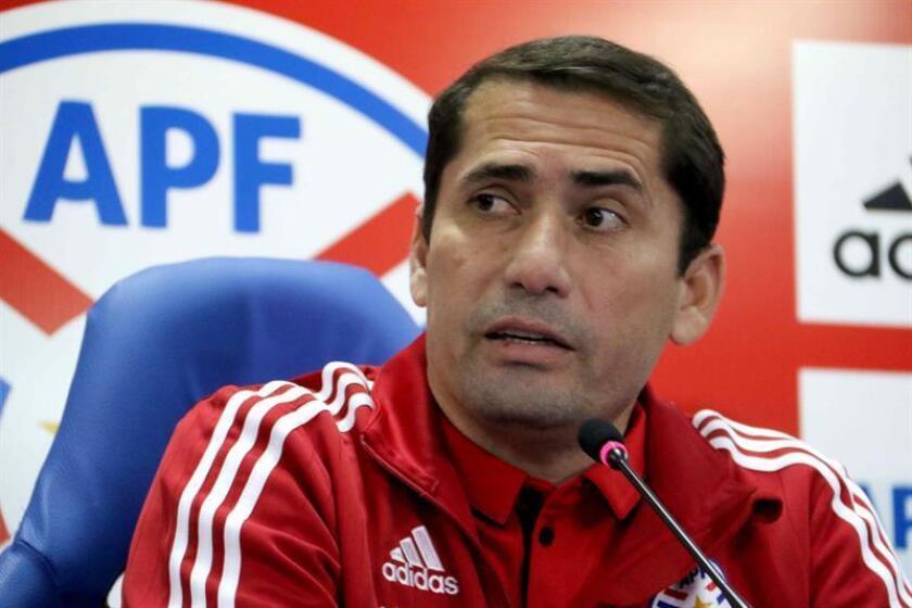En la imagen, Gustavo Morínigo, seleccionador sub'20 de Paraguay. EFE/Archivo