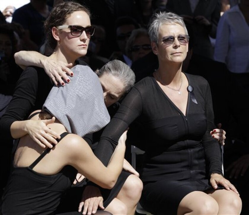 Jamie Lee Curtis, right, sits with family members during the funeral of her father, Tony Curtis Monday, Oct. 4, 2010, in Las Vegas. (AP Photo/Julie Jacobson)