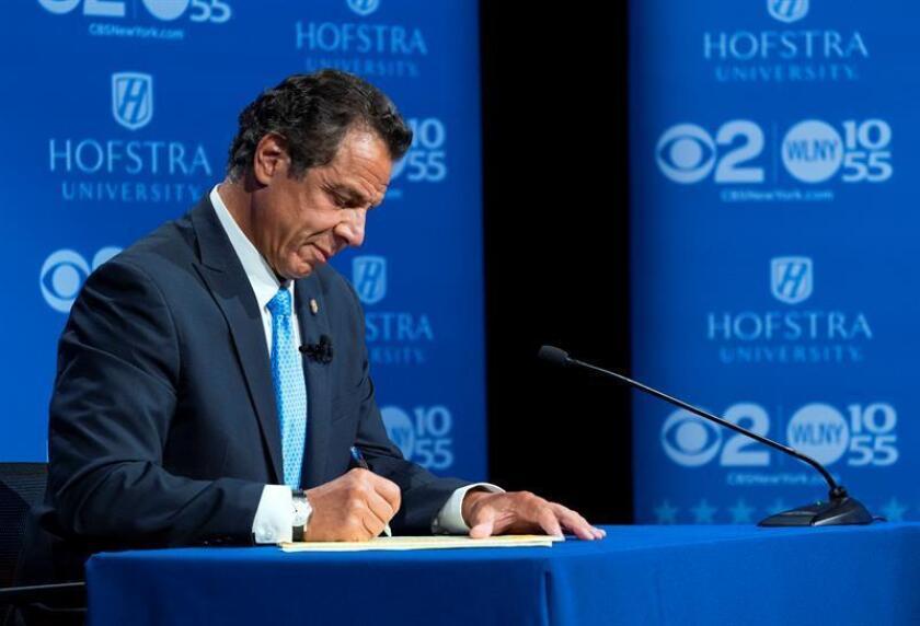 El gobernador del estado de Nueva York, Andrew Cuomo, participa durante un debate demócrata primario con la candidata demócrata Cynthia Nixon. EFE/Archivo