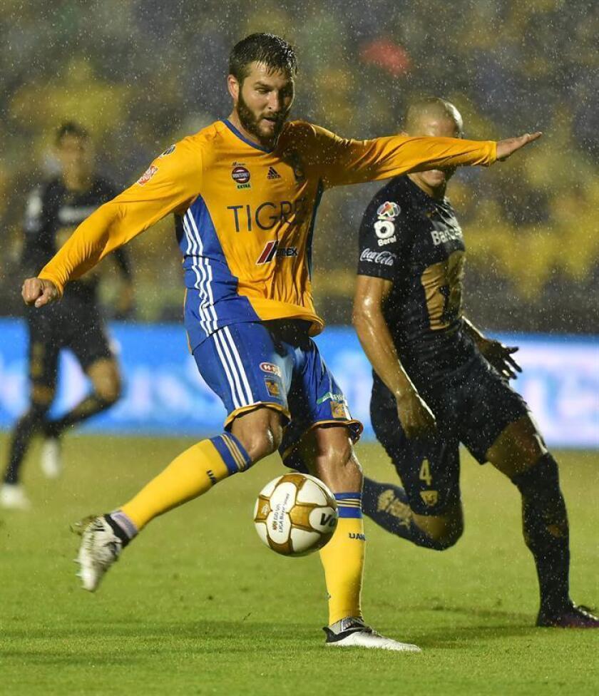 El paraguayo Darío Verón, defensa y capitán de los Pumas de la UNAM, dijo hoy que su equipo está obligado a salir a ganar los partidos sin importar el rival y el domingo lo intentará ante el Cruz Azul en la segunda jornada del Clausura 2017. EFE/ARCHIVO