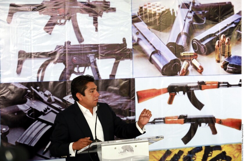 El Partido Acción Nacional (PAN) de México se deslindó hoy de la iniciativa presentada por el senador Jorge Luis Preciado para permitir la portación de armas por ciudadanos en negocios y automóviles para la legítima defensa.