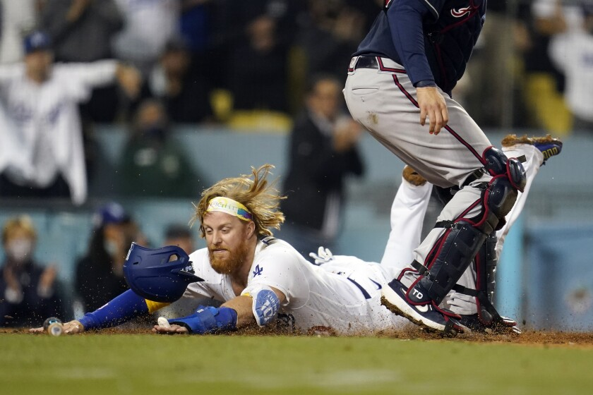 Justin Turner scores the go-ahead run in the eighth inning Wednesday.