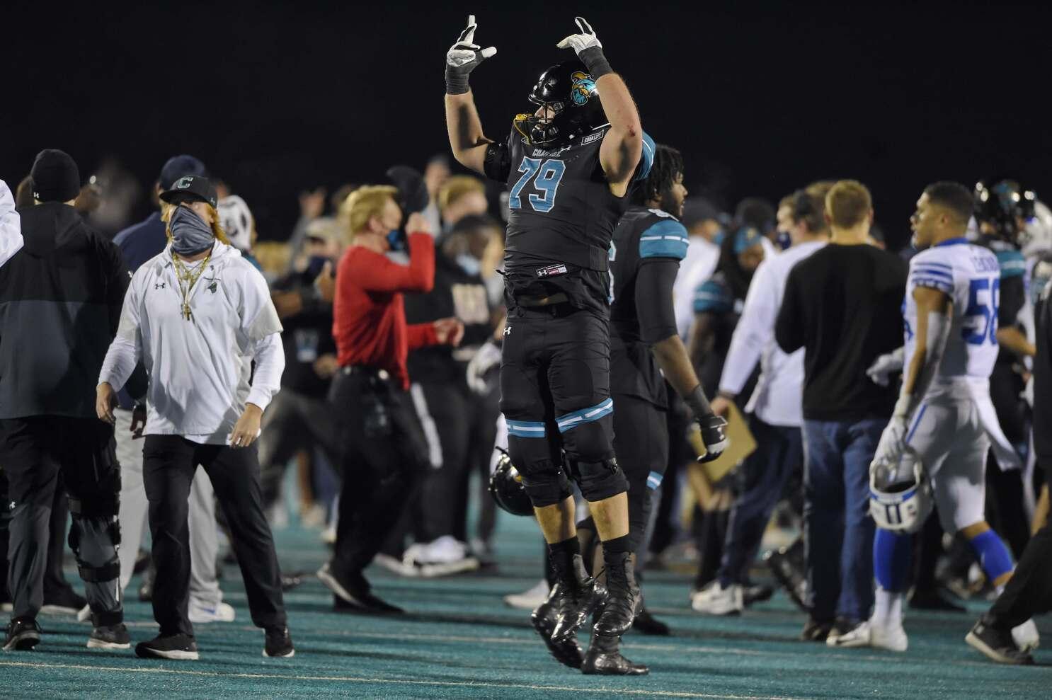 College Football Roundup Coastal Carolina Defeats Byu Los Angeles Times
