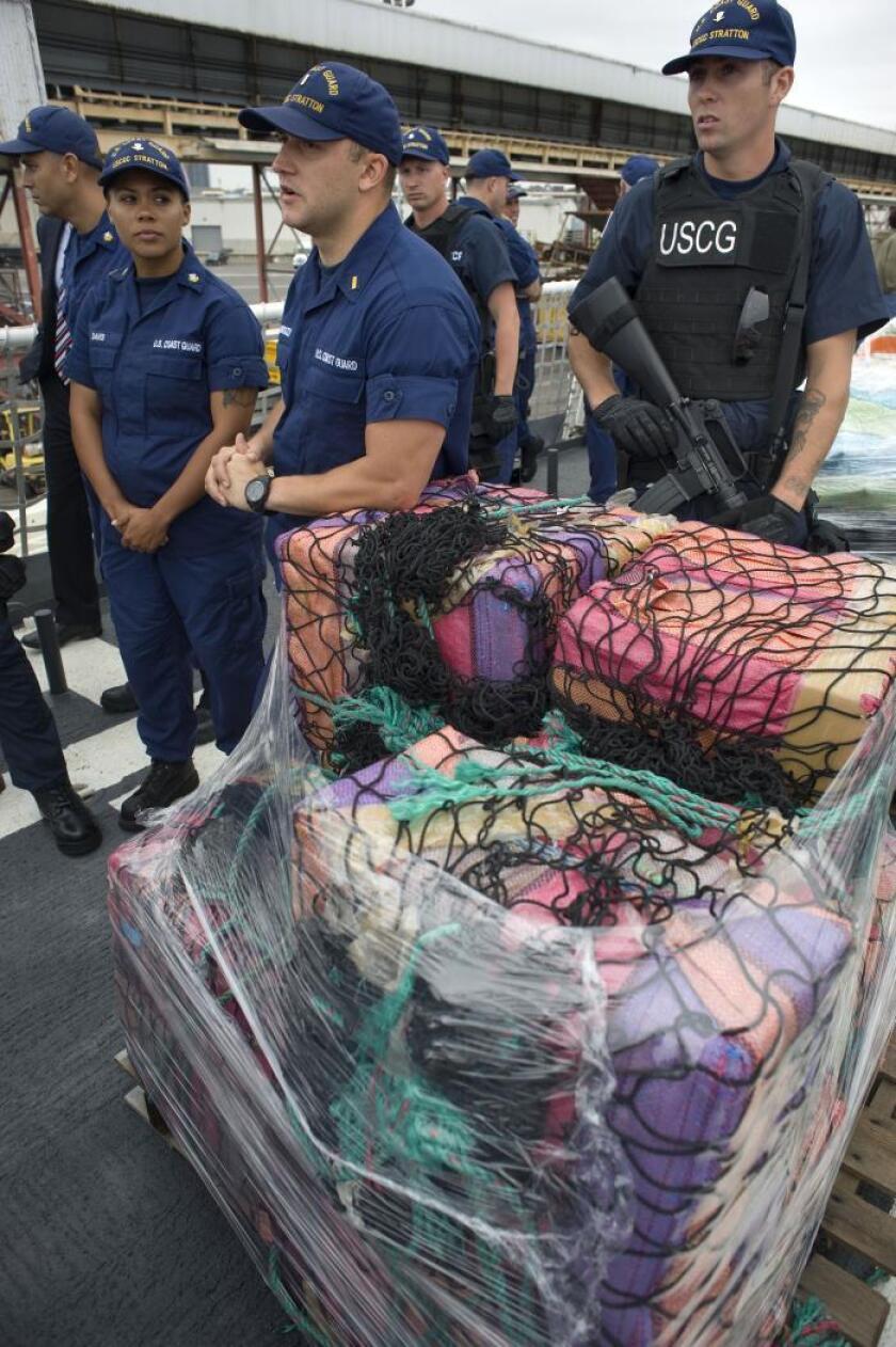 Los fardos, de un total de 284 libras (130 kilos) de peso, fueron descubiertos por los guardacostas flotando en el Atlántico entre los días sábado y lunes, dijo el portavoz Brandon Murray, tal como recoge el medio local FL Keys News. EFE/David Maung/Archivo