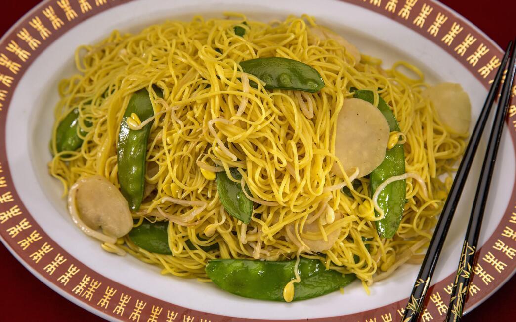 Longevity noodles (cheung sau jai mien)