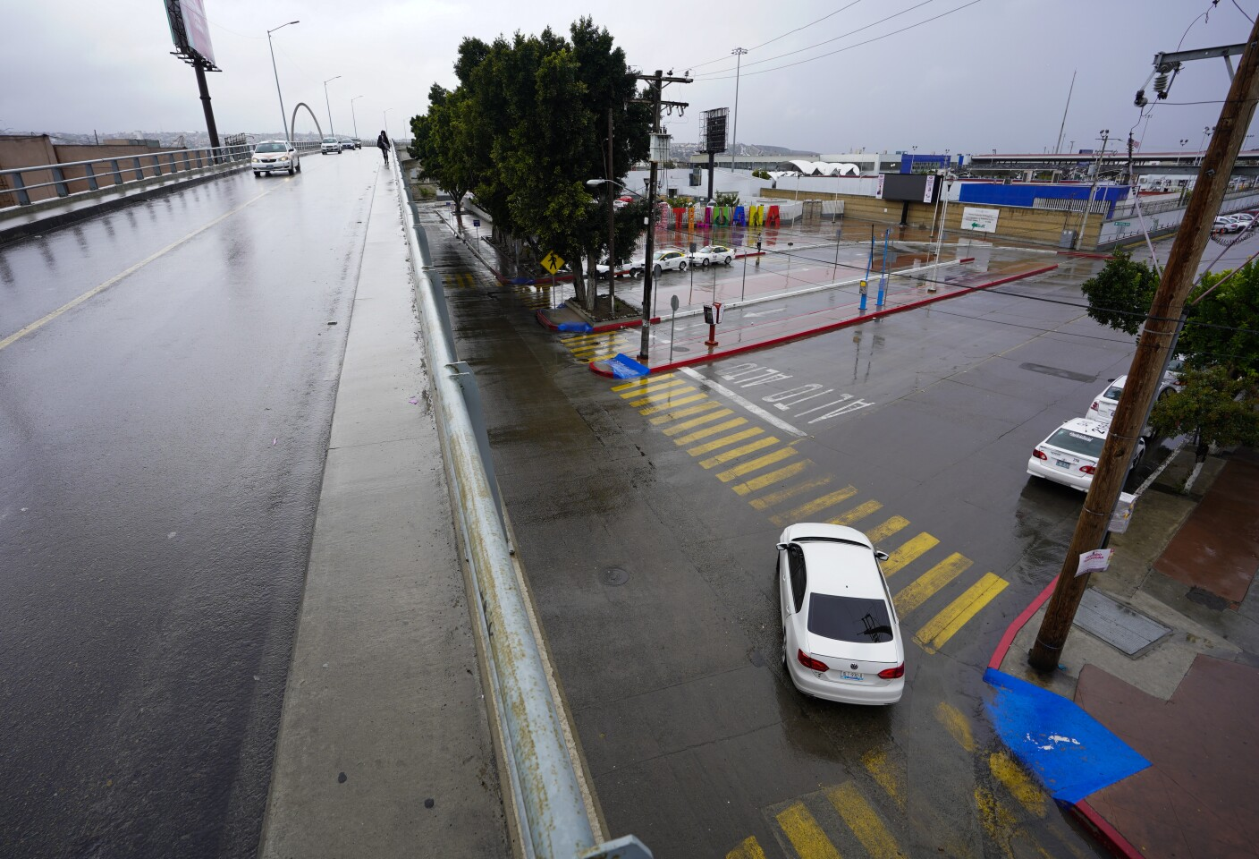 Tijuana, Baja California, Mexico April 7th, 2020 | Closed because of coronavirus restrictions, the now-empty square in front of the El Chaparral border crossing is abandoned. | (Alejandro Tamayo, The San Diego Union Tribune 2020)