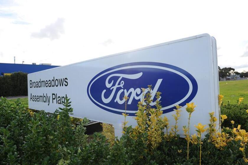 Fotografía de archivo del 17 de enero de 2012, que muestra el logo de Ford en la planta de la compañía en Broadmeadows, Melbourne (Australia). EFE/Archivo