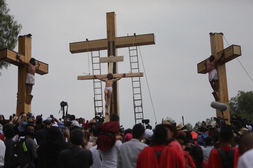 Los llantos de María Magdalena resuenan en un soleado viernes santo en México