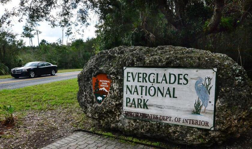 Cartel anunciando la entrada del Parque Nacional de los Everglades en Miami, Florida. EFE/Archivo