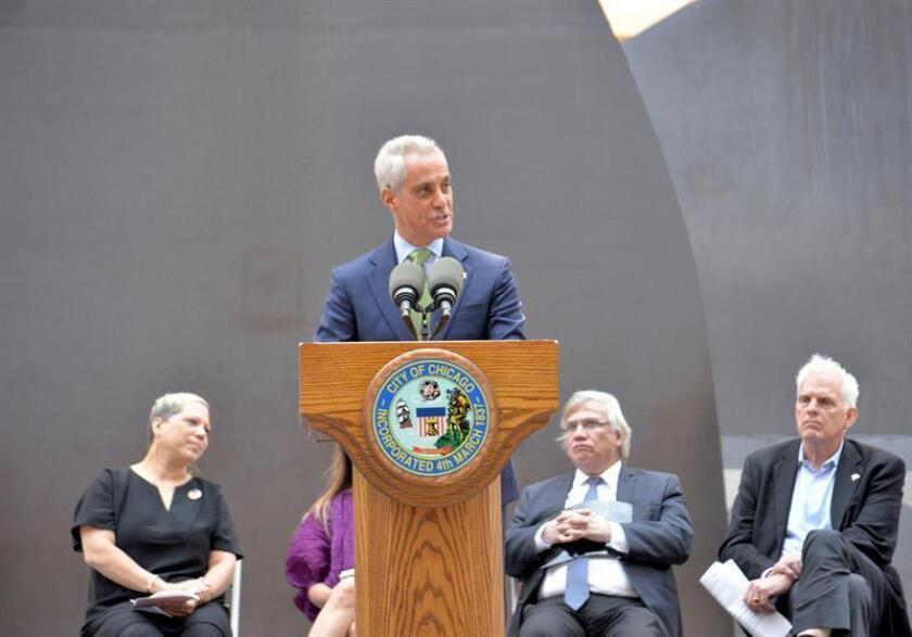 El alcalde de Chicago, Rahm Emanuel, anunció hoy la renovación del Fondo de Protección Legal de Chicago, que ofrece abogados gratuitos a los inmigrantes y refugiados y para el que se ha destinado 1,3 millón de dólares en 2018. EFE/ARCHIVO