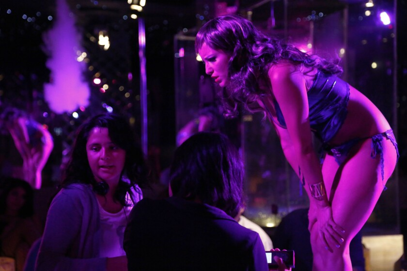 En esta imagen proporcionada por EnAguas Cine, la directora Astrid Rondero, izquierda, y la actriz Florencia Ríos