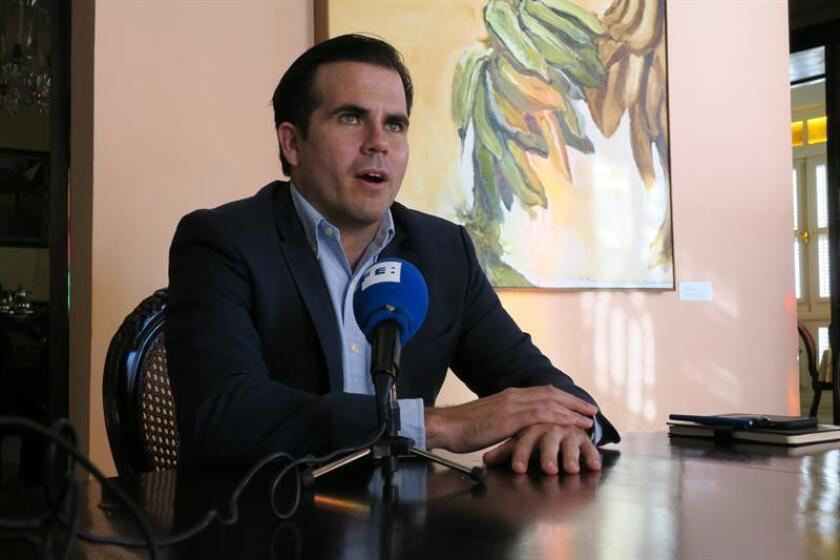 El gobernador de Puerto Rico, Ricardo Rosselló, habla en entrevista. EFE/Archivo