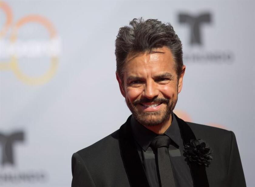 El actor mexicano Eugenio Derbez posa a su llegada a la alfombra roja de los premios Billboard a la música latina. EFE/Archivo