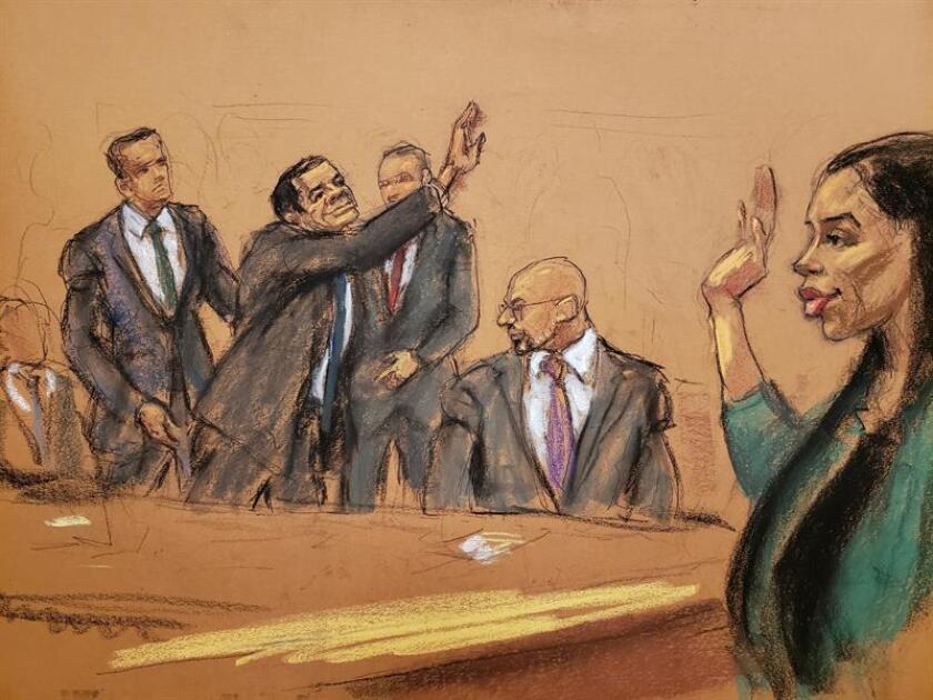 """Reproducción fotográfica de un dibujo realizado por la artista Jane Rosenberg donde aparece el narcotraficante mexicano Joaquín """"el Chapo"""" Guzmán (2-i) mientras saluda a su esposa Emma Coronel (d), junto a sus abogados Jeffrey Lichtman (i), William Purpura (c), y Eduardo Balarezo (2-d) tras oír el veredicto en su contra en el tribunal federal de Brooklyn para el distrito este de Nueva York (EE.UU.). EFE/Archivo"""