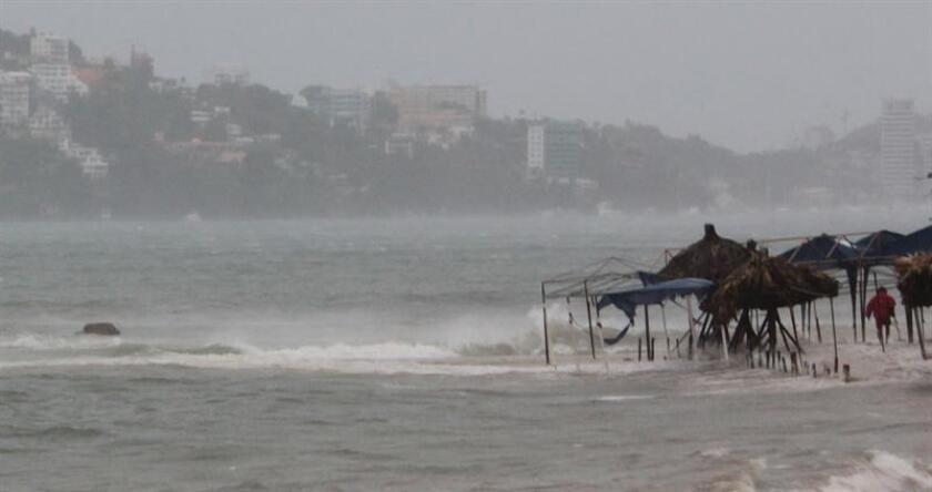 Vista general de la playa en la bahía de Acapulco, estado de Guerrero (México). EFE/Archivo