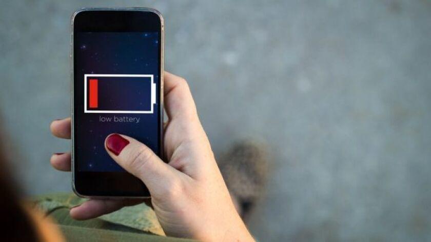 Muchos nos impacientamos cuando necesitamos utilizar el celular y tenemos que esperar varias horas para que se cargue completamente.
