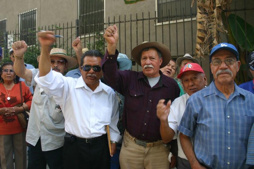 Exbraceros exigieron al gobierno mexicano que les regrese su dinero.