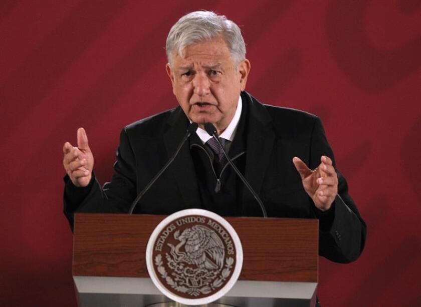 El presidente de México, Andrés Manuel López Obrador, habla en conferencia de prensa matutina en Ciudad de México (México). EFE/Archivo