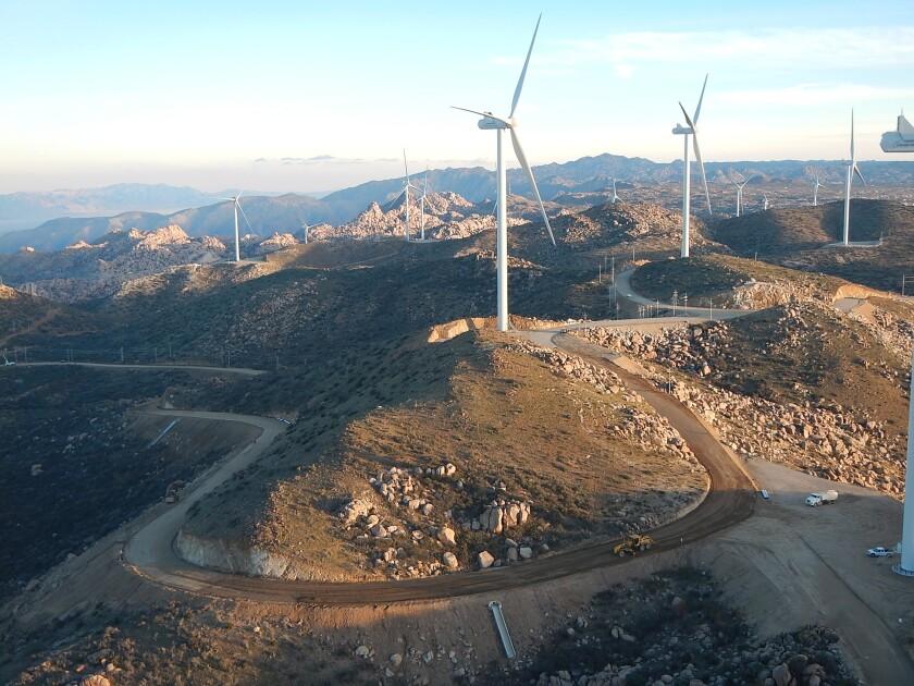 El parque eólico Energía Sierra Juárez en las montañas cercanas a Tecate, en Baja California.
