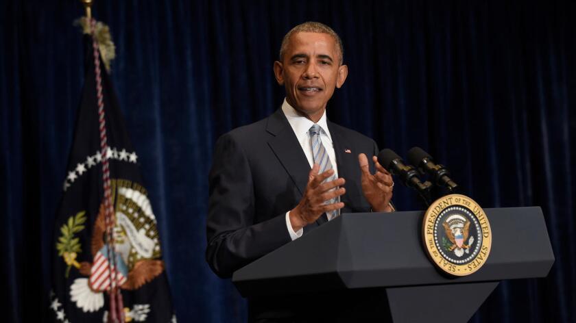 """""""Parte de lo que está creando tensiones entre las comunidades y la policía es el hecho de que nuestra policía tiene las cosas realmente difíciles en comunidades donde saben que hay armas por todas partes"""", dijo Obama en una conferencia de prensa al término de la cumbre de la OTAN en Varsovia."""