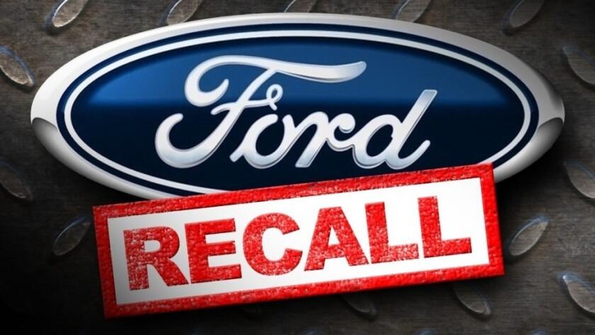 Ford anunció hoy que efectuará tres llamadas a revisión que afectan a un total de más de 400.000 vehículos en Norteamérica para solucionar problemas de filtraciones de aceite y combustible.