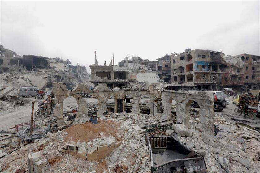 Vista general de los edificios destruidos en el distrito del Campamento de Yarmouk, al sur de Damasco (Siria). EFE/Archivo