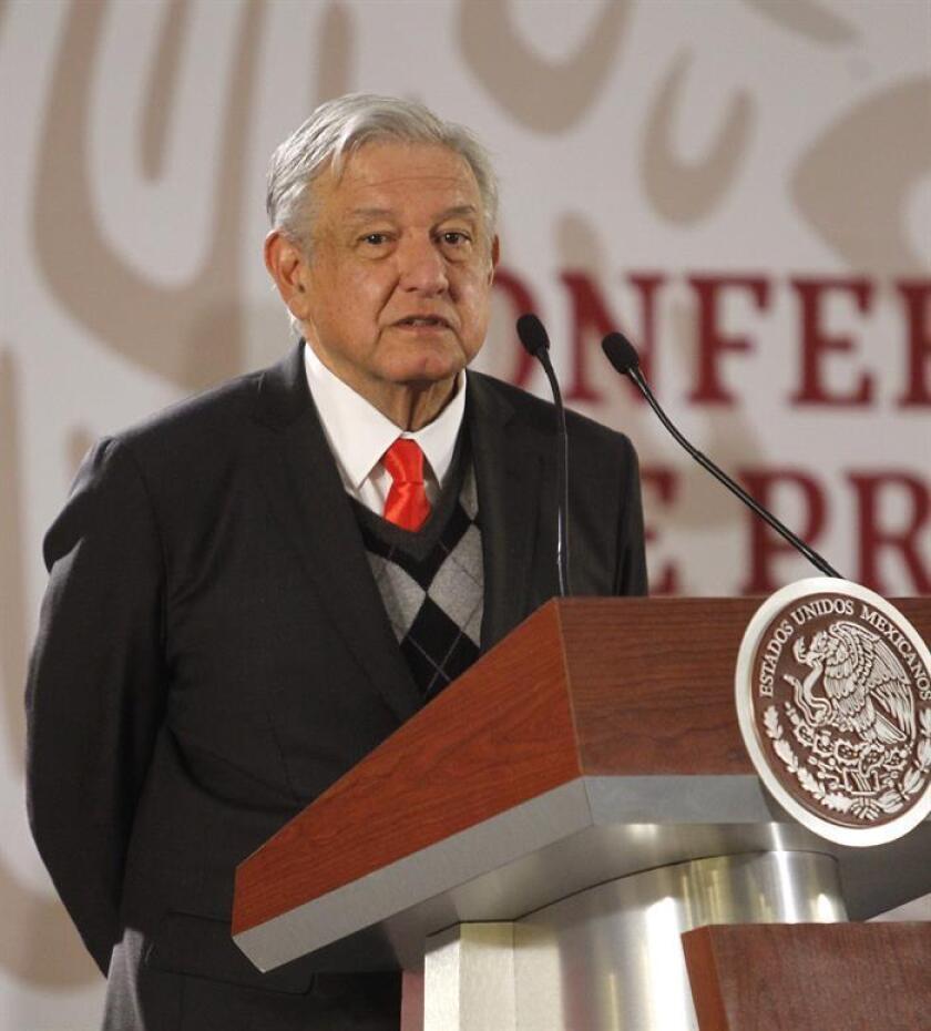 El presidente de México, Andrés Manuel López Obrador, habla durante su rueda de prensa matutina hoy, en Ciudad de México (México). EFE