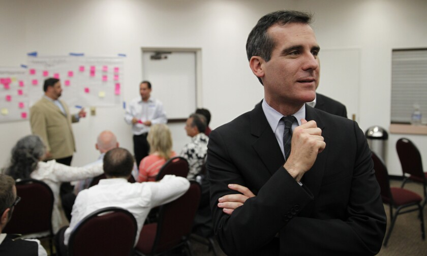 Mayor Eric Garcetti is pitching a citywide minimum wage hike to $13.50 by 2017 to Los Angeles business groups.