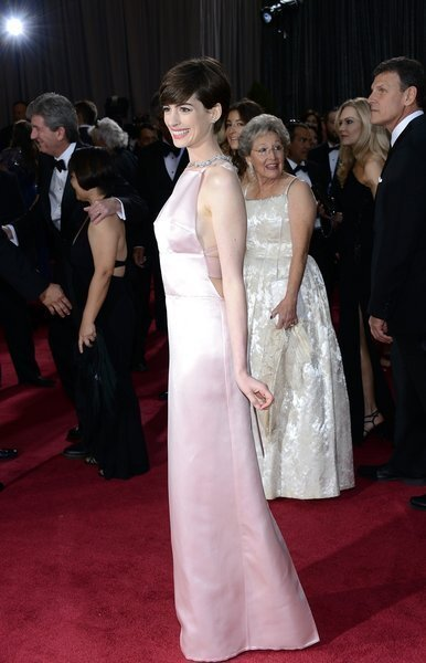 Oscars 2013 arrivals: Anne Hathaway