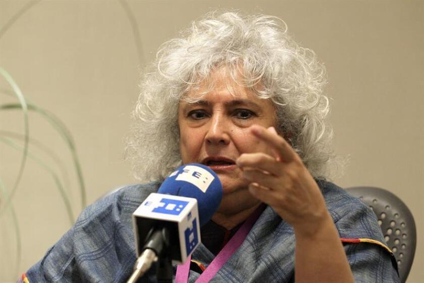 Fotografía de archivo de la escritora mexicana Laura Esquivel durante una entrevista con Efe en Guadalajara (México). EFE/Archivo