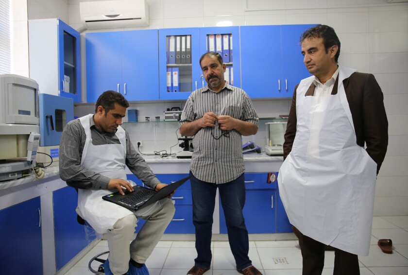 Afghanistan S Main Forensic Lab Has 4 Scientists 1 Microscope Los Angeles Times