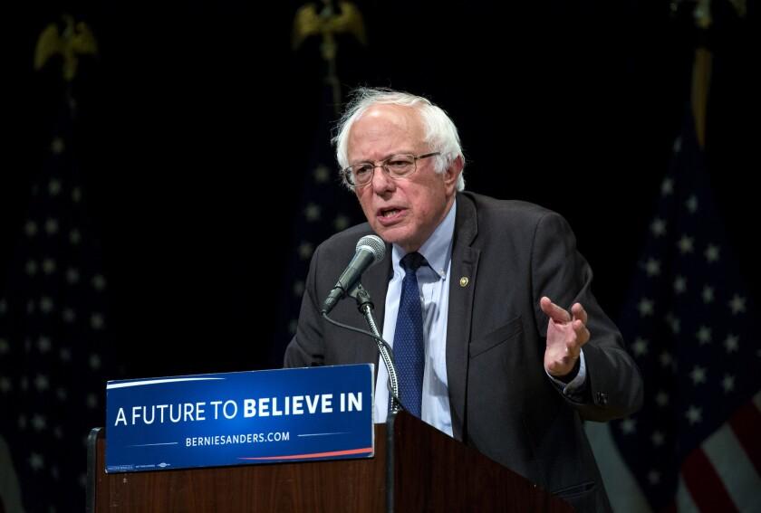 El candidato presidencial demócrata y senador Bernie Sanders habla ante simpatizantes en Nueva York el jueves 23 de junio de 2016. (AP Foto/Craig Ruttle)