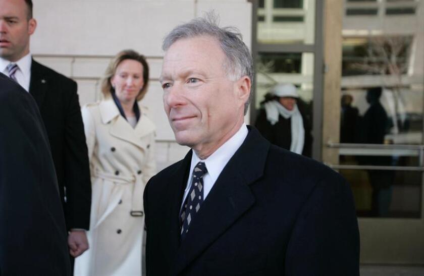 """Fotografía de archivo del 6 de marzo de 2007 que muestra a Lewis """"Scooter"""" Libby, exjefe del Gabinete del exvicepresidente Dick Cheney. EFE/Archivo"""