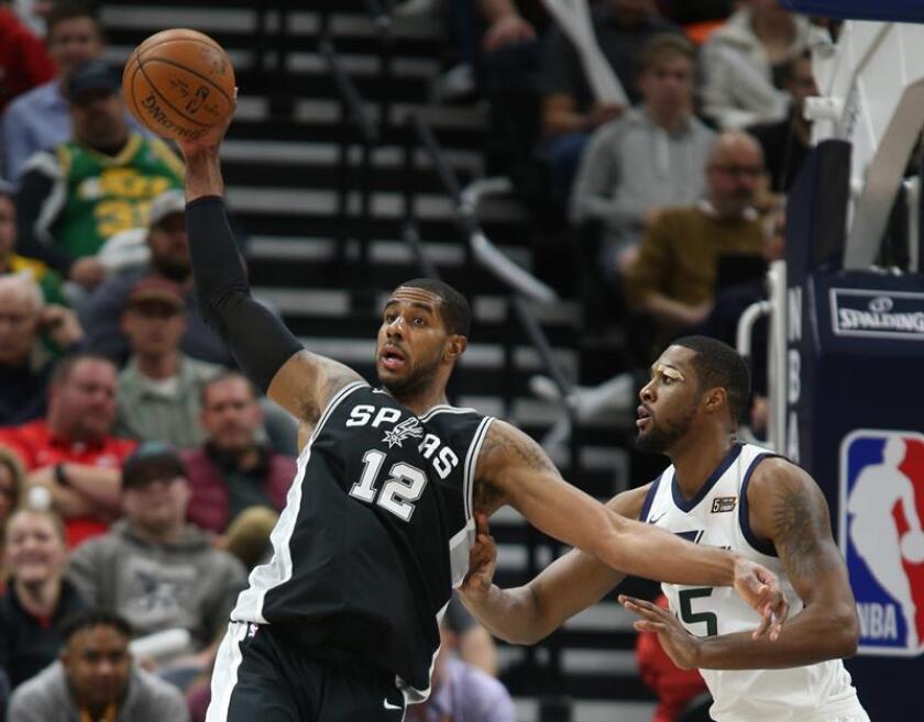 En la imagen, el jugador LaMarcus Aldridge (i) de San Antonio Spurs. EFE/Archivo
