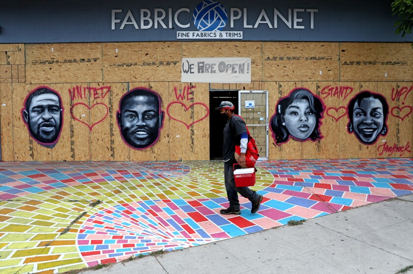 Jules Muck made street art in Venice to commemorate the victims of police violence.