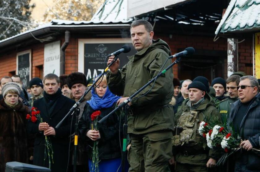 Fotografía de archivo que muestra al líder de la autoproclamada república popular de Donetsk (RPD), Alexandr Zajárchenko, durante un acto político en Donetsk (Ucrania), el 22 de enero del 2016. EFE/ARCHIVO