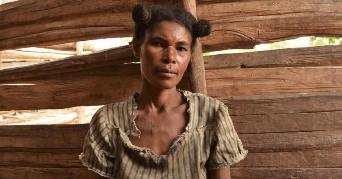 En el sur de Madagascar, una costumbre local obliga a las mujeres ...