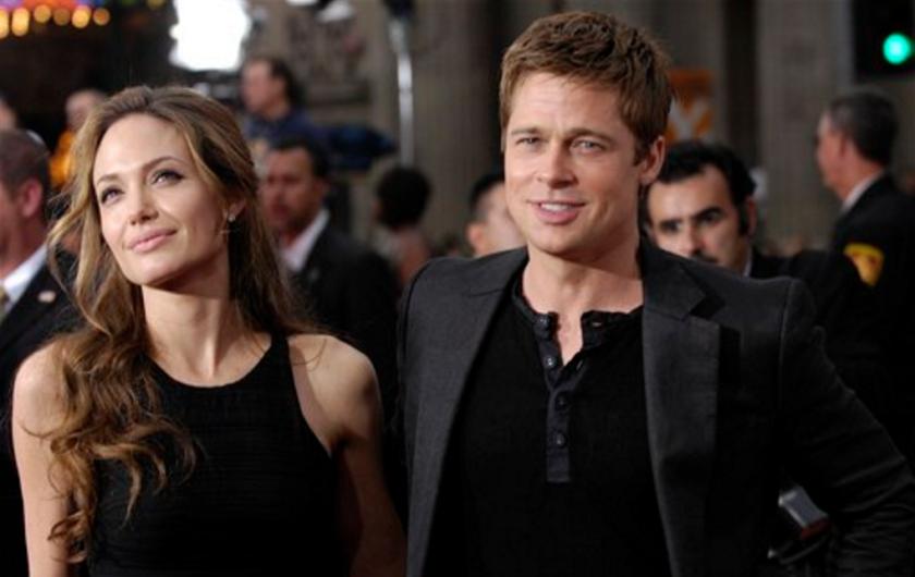 """En esta foto Brad Pitt y Angelina Jolie llegan al estreno de """"Ocean's Thirteen"""" en el Teatro Chino de Grauman en Los Angeles. Angelina Jolie Pitt presentó una solicitud de divorcio de Brad Pitt, poniendo fin a uno de los romances más estelares y seguidos del mundo. (AP Foto/Chris Pizzello, Archivo)"""