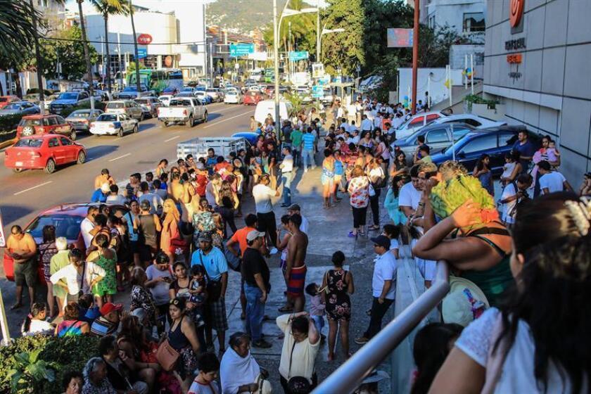 Decenas de personas tuvieron que ser desalojadas en Acapulco el pasado viernes, tras el terremoto que sacudió la Ciudad de México, así como el centro y el sur del país. EFE