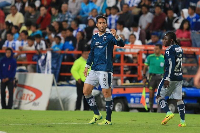 El delantero mexicano Aldo de Nigris, de los Rayados del Monterrey, dijo hoy que su equipo está en busca del equilibrio entre defensa y ataque además de sumar unidades en cada partido y así lo intentarán en su visita al Cruz Azul, el sábado, en la tercera jornada del Clausura mexicano. EFE/ARCHIVO