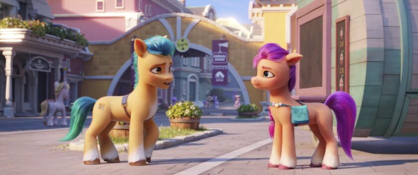 """los personajes de Hitch, a la izquierda, y Sunny, en una escena de """"My Little Pony: A New Generation"""""""