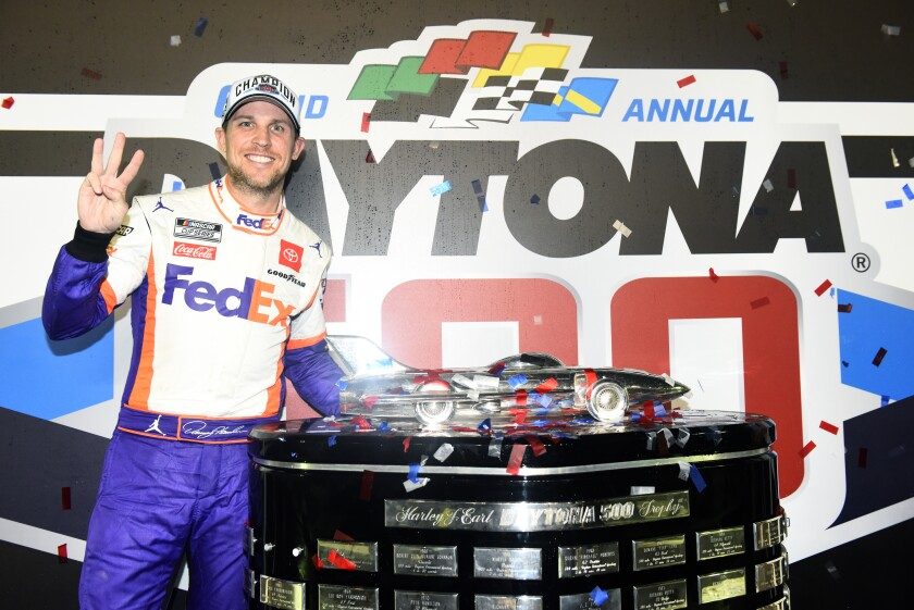 Denny Hamlin Goes It Alone And Still Manages To Win Daytona 500 Los Angeles Times