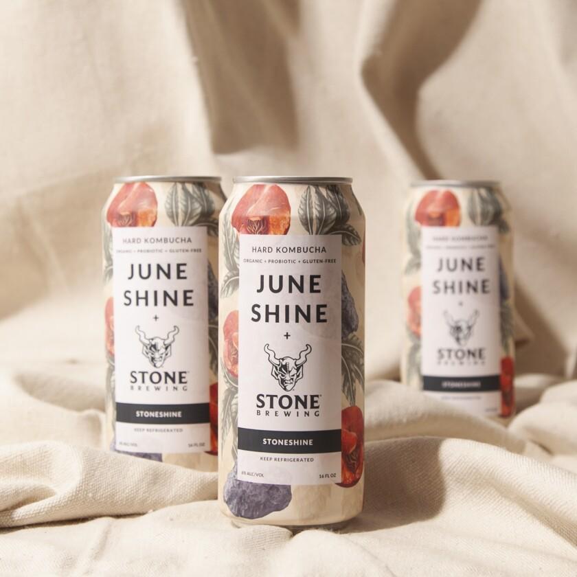 Une boîte de StoneShine, un nouveau produit de JuneShine Hard Kombucha et Stone Brewing