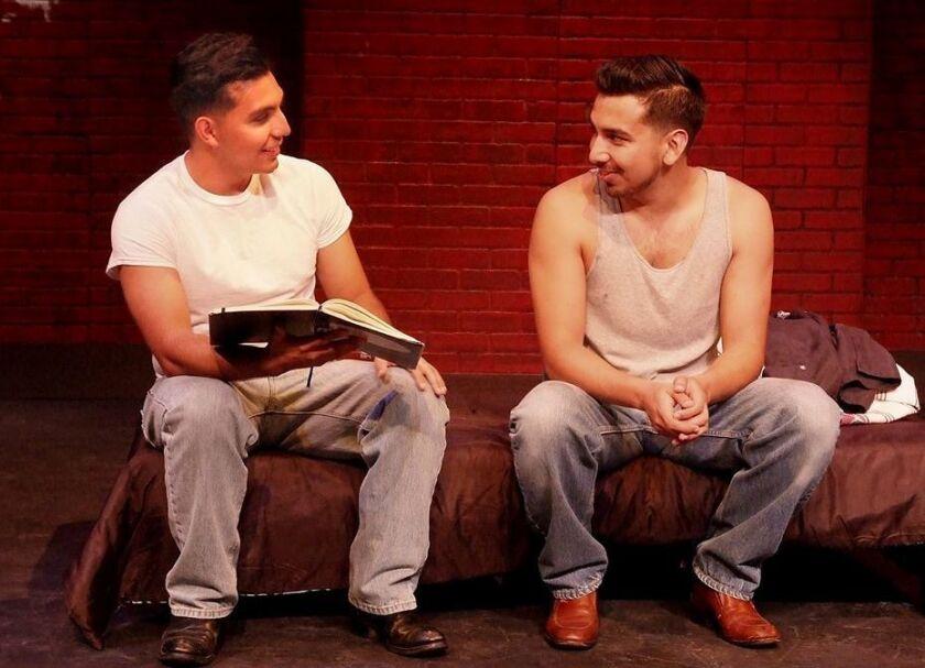 """Edmundo Rubio y Andrew Puente en una escena de """"My Love Life"""", uno de los segmentos de la puesta en escena """"Teatro Moz"""", que se exhibe ya en el Sur de California."""