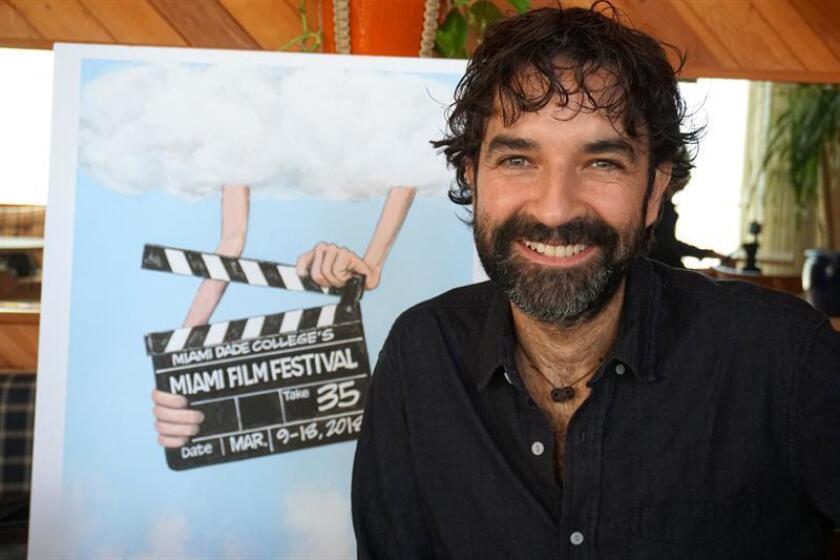 El director y guionista español Mateo Gil posa en entrevista con Efe hoy, martes 13 de marzo de 2018, durante el Festival de Cine de Miami (EE.UU.). EFE