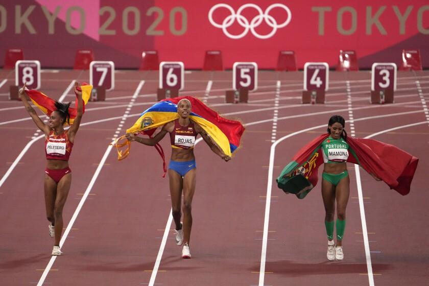 La venezolana Yulimar Rojas (oro), la portuguesa Patricia Mamona (plata) y la española Ana Peleteiro (bronce)